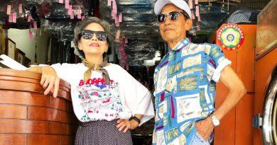 80-letni gwiazdorzy Instagrama. Pozują w ubraniach pozostawionych przez klientów ich pralni