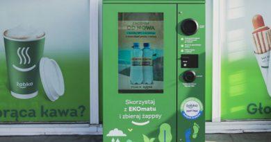 Żabka wprowadza recyklomaty. Można płacić punktami za zakupy