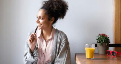Oczekiwanie na przyjemne przeżycia pomaga przetrwać szarą codzienność