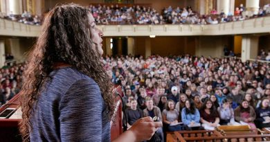 """""""Nauka o dobrym samopoczuciu"""". Najpopularniejsze zajęcia w historii Uniwersytetu Yale są dostępne za darmo w sieci"""