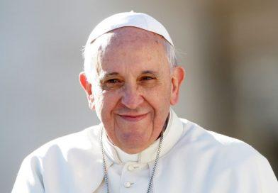 Papież Franciszek zakazał przyjmowania drogich prezentów