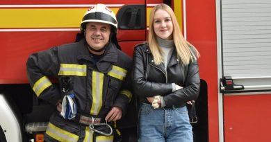 Niezwykłe spotkanie. 18-latka odwiedziła strażaka, który uratował ją 14 lat temu